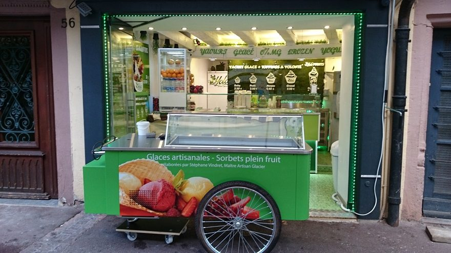 Décoration adhésive en impression numérique d'une charrette à glaces
