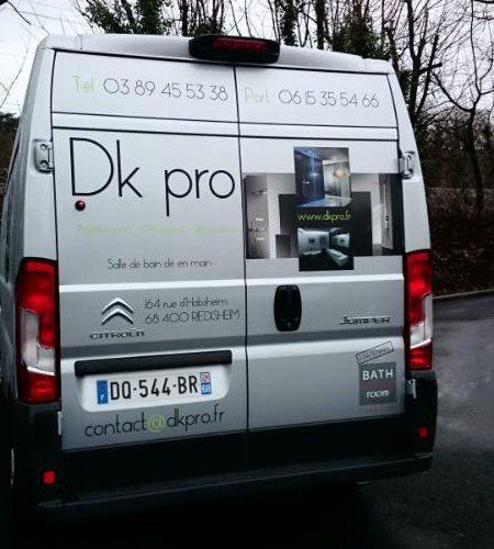 Décoration adhésive en impression numérique d'une camionnette